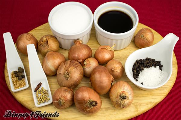 Balsamico-Zwiebeln sind überraschend schnell und einfach gemacht und sooo lecker! Nur der Geruch beim Essig-Sud-Kochen und das Zwiebel schälen ist nicht so angenehm, aber der Aufwand lohnt sich.