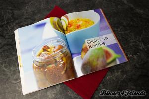 Das Marmeladen, Chutneys & Co.-Kochbuch gibt es leckere, überraschende Rezepte für Marmeladen und Konfitüren, aber auch Rezepte zur Likörherstellung. Lecker!