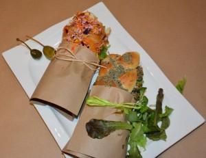 Alle Gerichte gibts auch zum Mitnehmen. Hier belegte, vegetarische Brote.