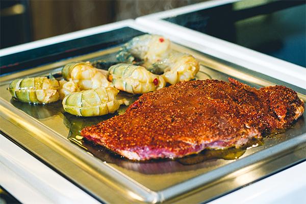Induktions-Teppanyaki-Feld: Ich bin verliebt! Hier meine Hauptspeise beim Kochduell: Lemon Surf ´n Turf.